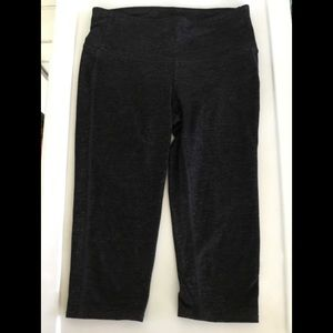 ATHLETA Ladies X SMALL LADIES BLACK CAPRIS